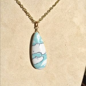 Spotted stone necklace
